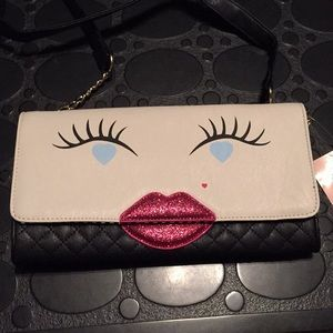 Luv Betsey Johnson Kitch Clutch Crossbody Kisses